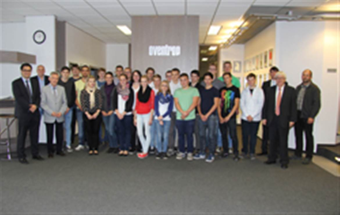 Apprentices of one year-group with company management